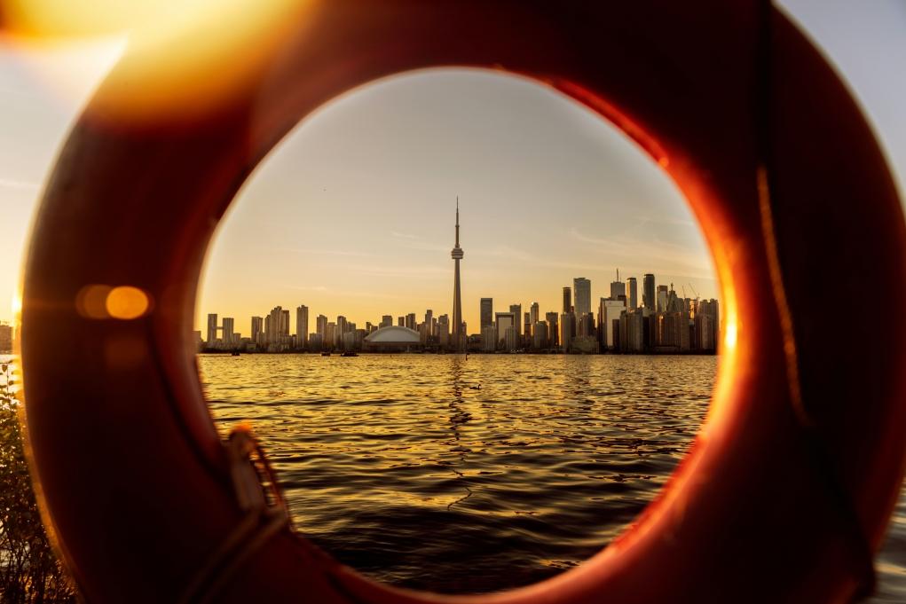 6- Kanada'da tanıdığımın olması avantaj mıdır, dezavantaj mıdır?